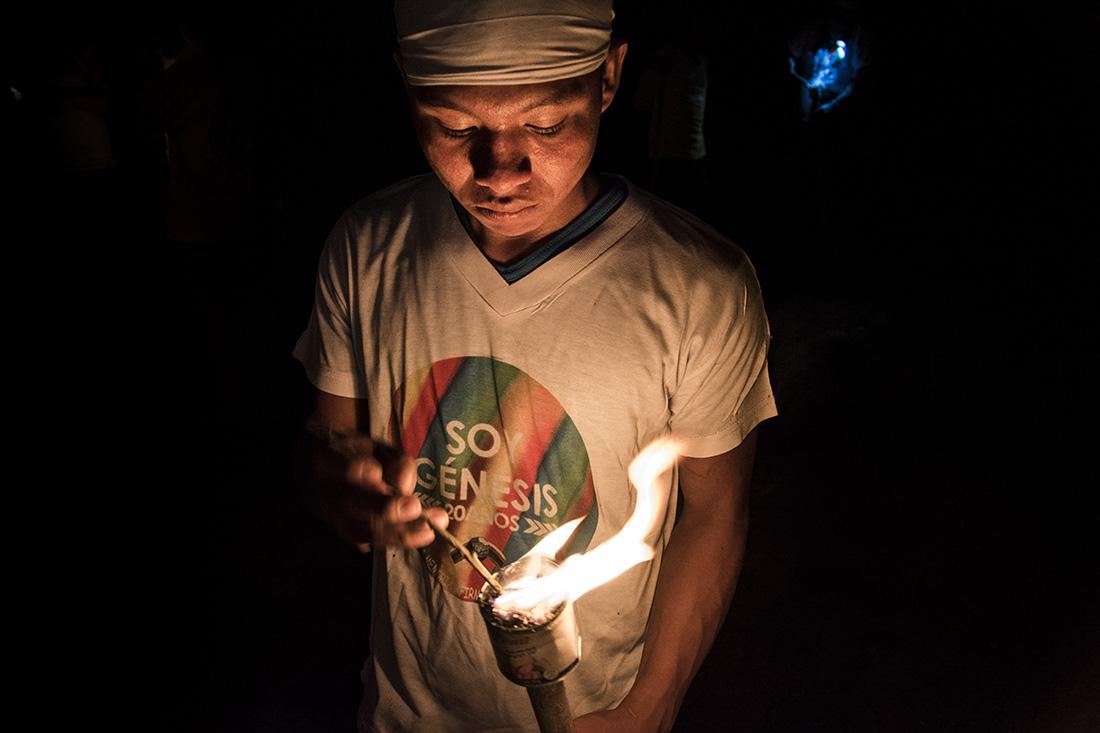 En la noche las comunidades caminaron del Limón hasta la Z.H Nueva Esperanza alumbrando el camino con antorchas