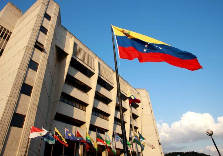 """""""Venezuela respeta los poderes constitucionales y desvirtúa golpe de Estado"""""""