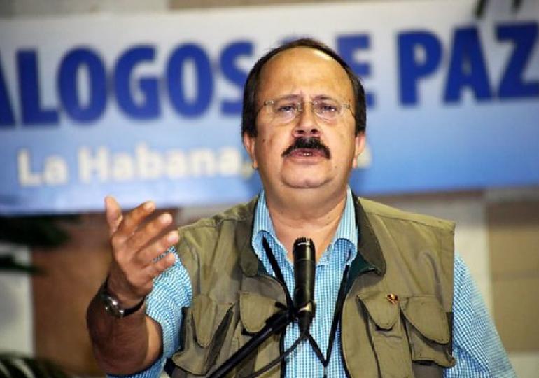 Fiscal debe dejar de tratar a las FARC como si no hubieran firmado la Paz: Andrés Paris