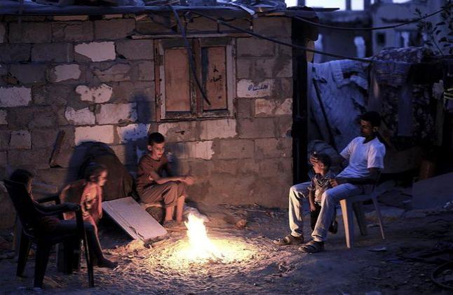 Palestinos sufren por reducción en suministro de electricidad