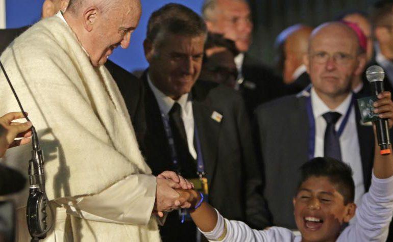 Papa pide a los jóvenes enseñar la cultura del encuentro y el perdón