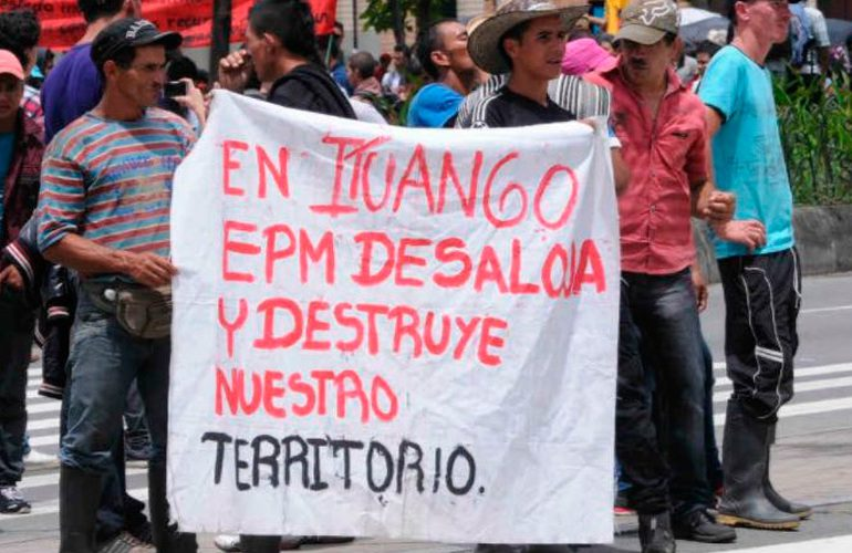Denuncian el desplazamiento de una familia por explosiones de Hidroituango