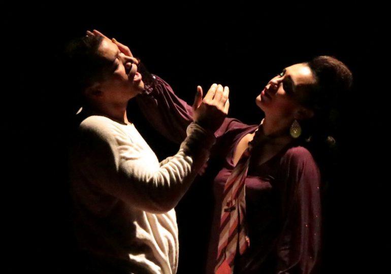 Fantasías caníbales en el Teatro R101