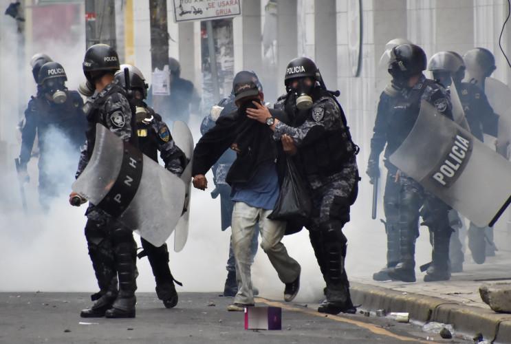 """Policía hondureña no reprimirá movilización ciudadana contra """"el fraude"""" electoral"""