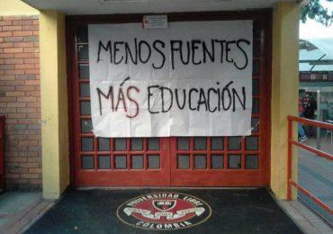 Estudiantes de Universidad Libre en paro por altos costos en matrículas