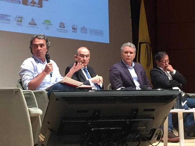 Cuatro candidatos presidenciales reconocen la legitimidad de las consultas populares