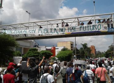 Profesores a paro por 24 horas en defensa de la educación pública
