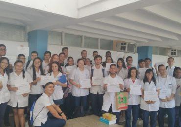Fuerte respuesta de jóvenes becados en Cuba a María Fernanda Cabal