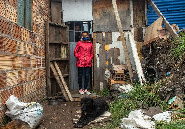 Doña Deisy vive con dos perros y su hija