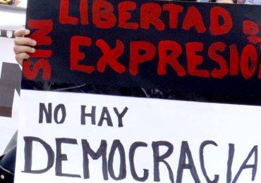 Seguimientos contra periodistas son propios de regímenes totalitarios: FLIP
