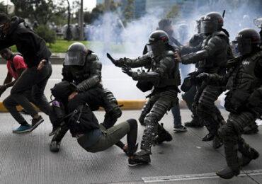 Lanzan decreto para regular actuación de la Policía en la protesta social