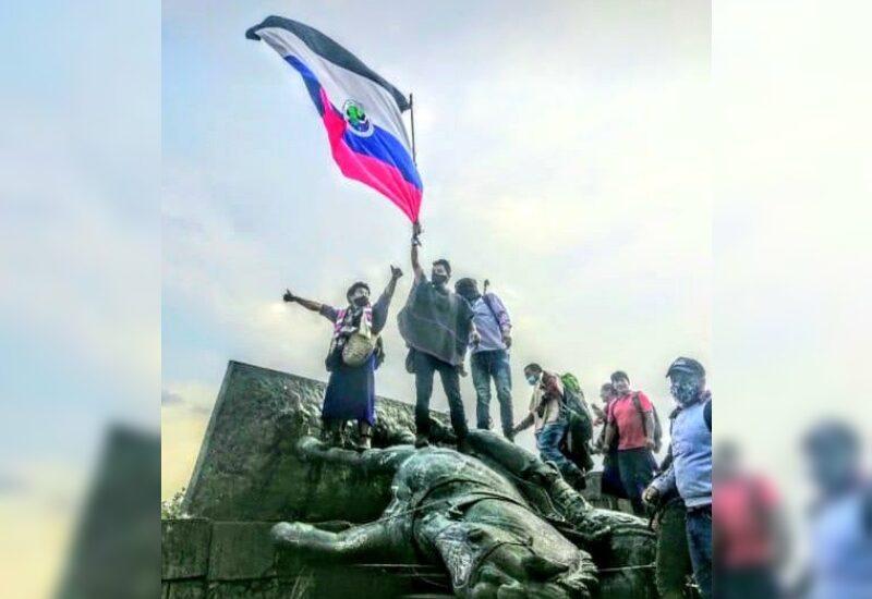 Como reivindicación de la memoria, comunidades indígenas derriban estatua de Sebastián de Belalcázar