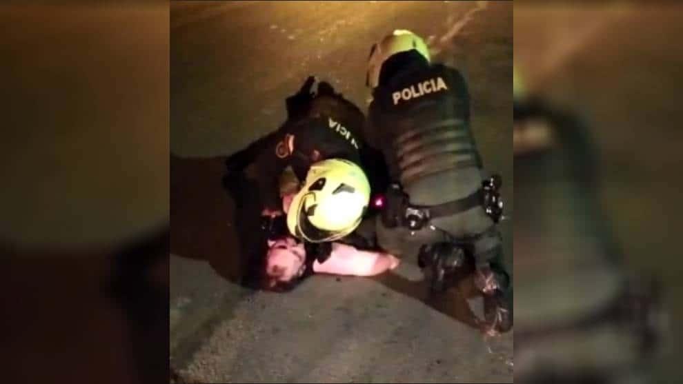 Policías agreden a Javier Ordóñez