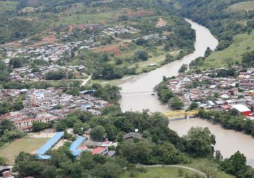 """Grupo paramilitar """"Los Caparros"""" decreta paro armado en el Bajo Cauca"""