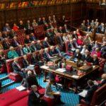 Parlamento británico pide suspender TLC y ayuda a Policía de Colombia por violaciones de DDHH en el Paro Nacional