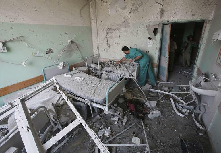 Israel bombardea hospitales palestinos en plena pandemia