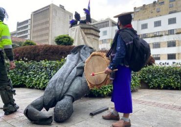 También cayó estatua de Gonzalo Jiménez de Quesada en Bogotá