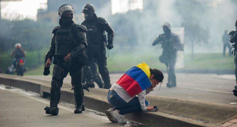 Amnistía Internacional documentó paramilitarismo, uso de armas letales y tortura contra manifestantes en Cali
