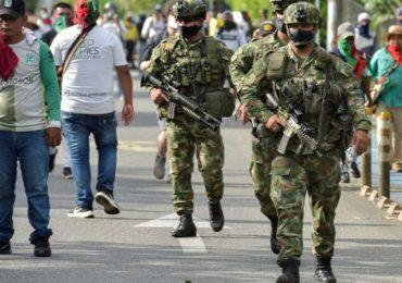 ¿Conmoción interior disfrazada?: Duque ordena intervención militar en ocho  departamentos