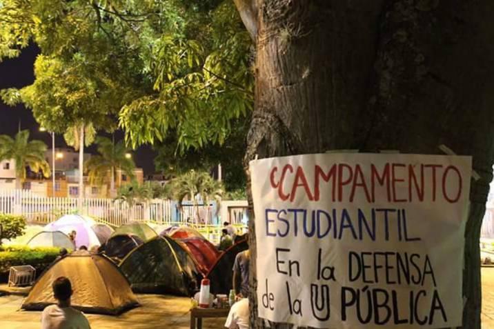Policía agrede a estudiantes y vecinos de la Universidad en Bucaramanga