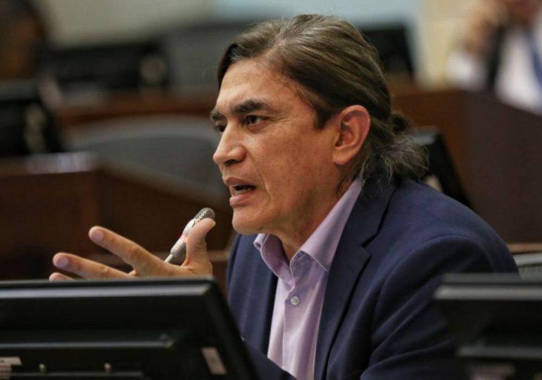 """Donaciones de Gustavo Bolívar a la """"Primera Línea"""" no trasgreden funciones de congresistas: Consejo de Estado"""