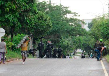 Organizaciones de DD.HH. y familias fueron desalojadas violentamente en Barrancabermeja
